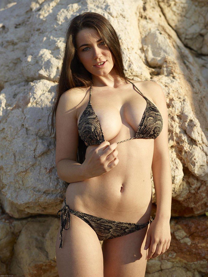 девушка с очень большой упругой грудью порно