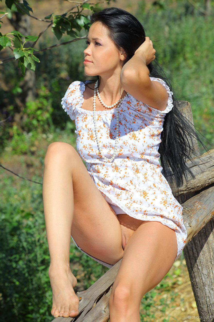 Порно эротика моделей на сеновале