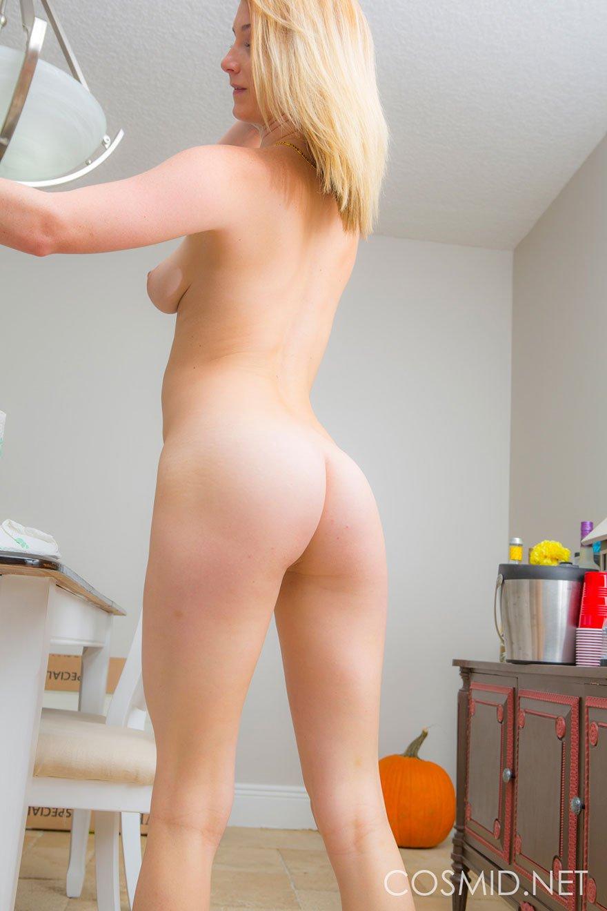 голые женщины в коротких юбках фото раком