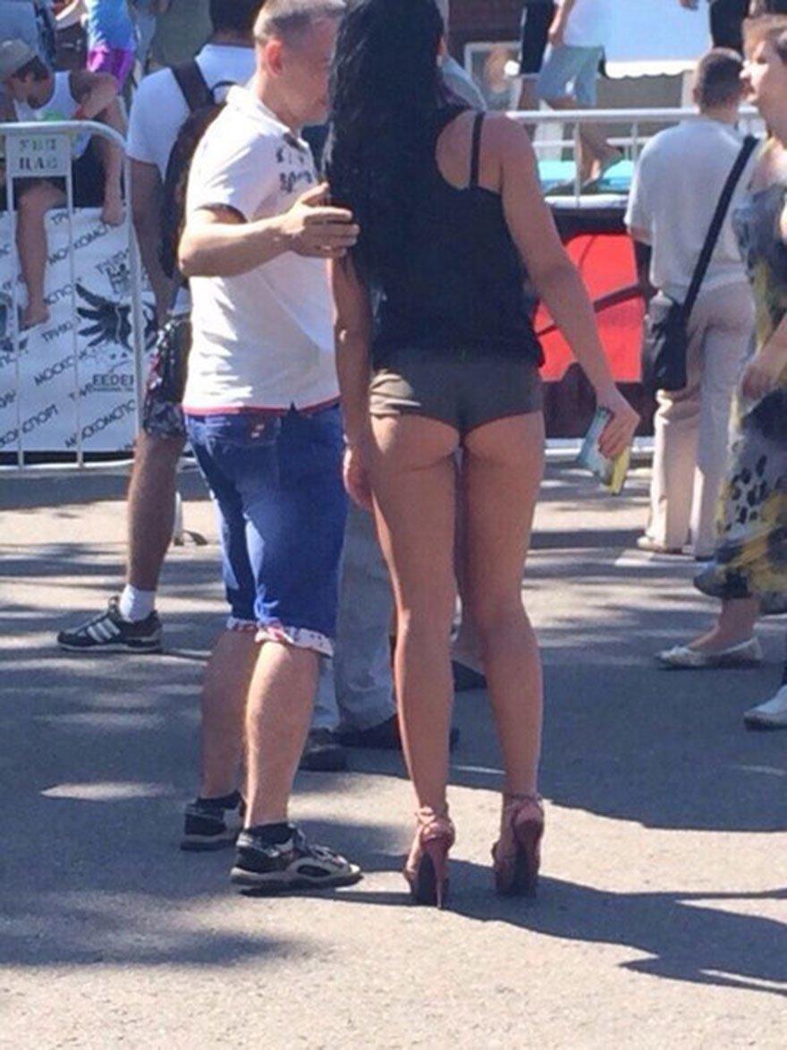 Привлекательные попки девушек на улице секс фото