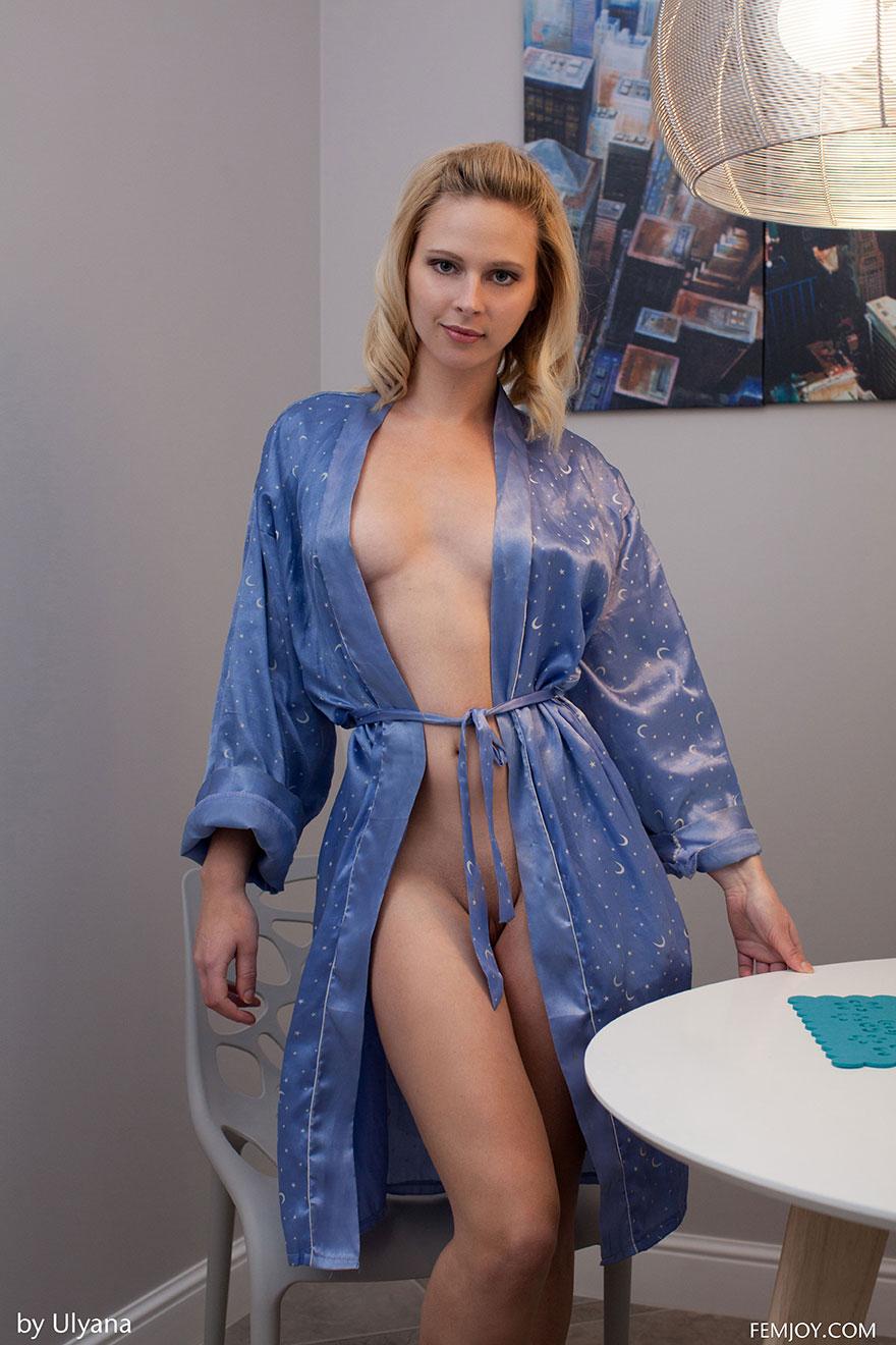 Фото порно распахнула халат