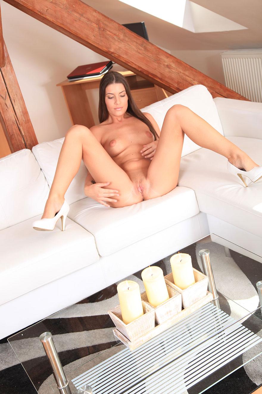 Фото 19-летней мамки в белых туфлях - эротика