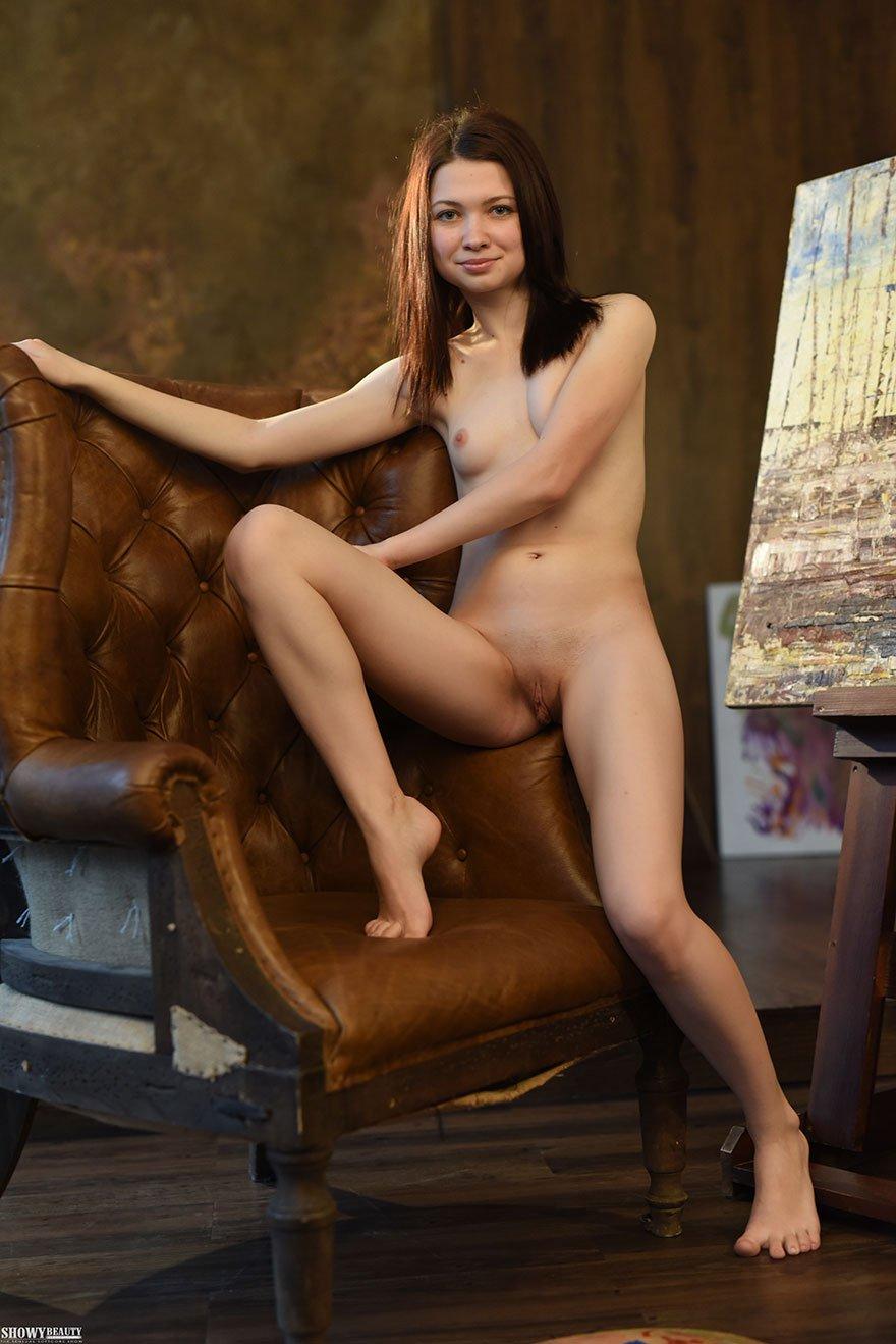 Порно художница рисует обнаженного человека видео 9