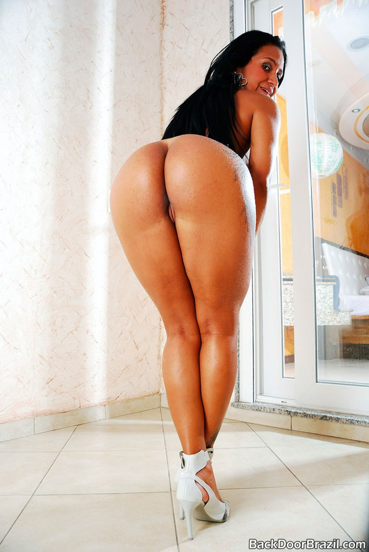 Черная красавица с огромной задницей - фото обнаженка