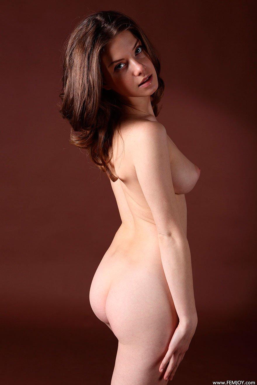 фото голых девушек гоу-гоу