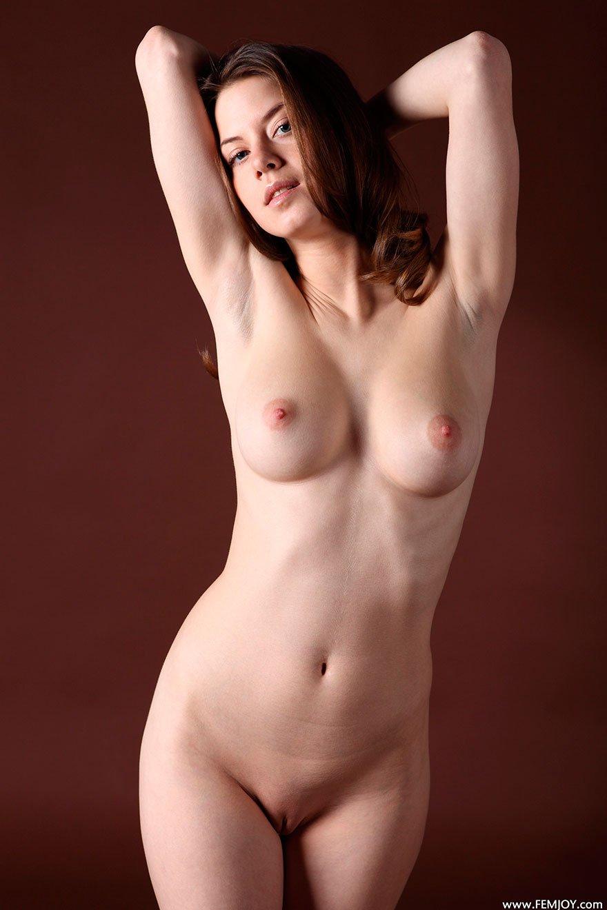 Девушка мастурбирует в студии фото 138-819