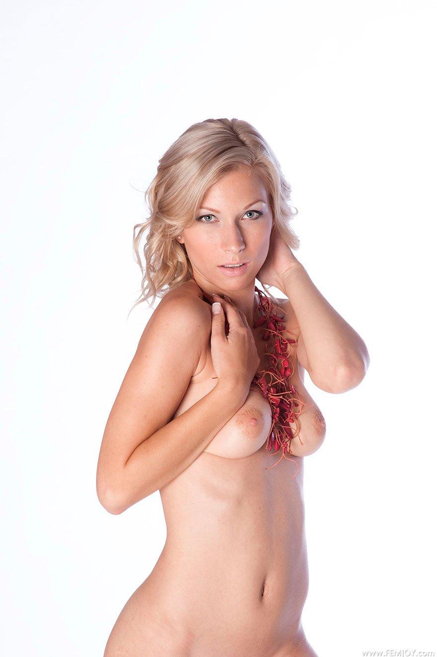 сочные девушки с аппетитной грудью фотоэротика