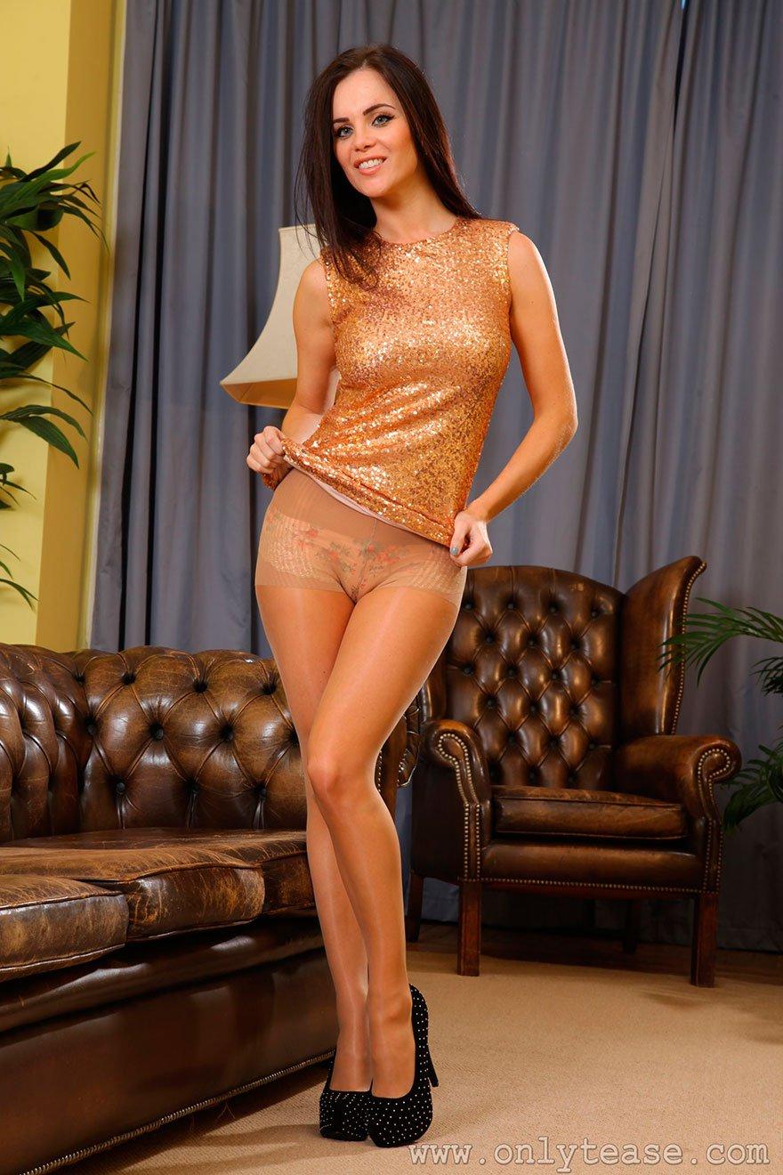 Секс в колготках на диване 24 фотография