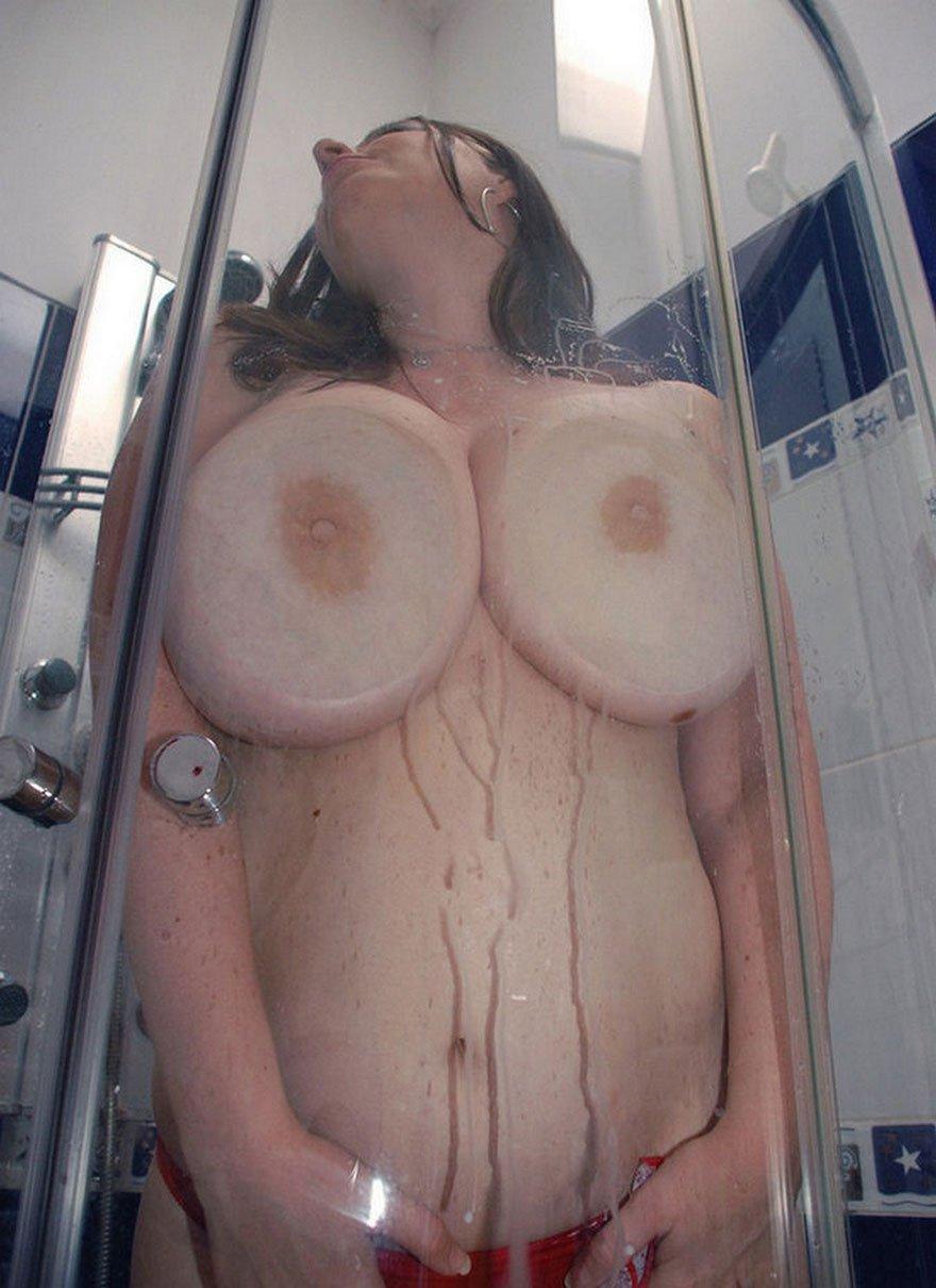 Домашние фотках девок с крутыми дойками под душем