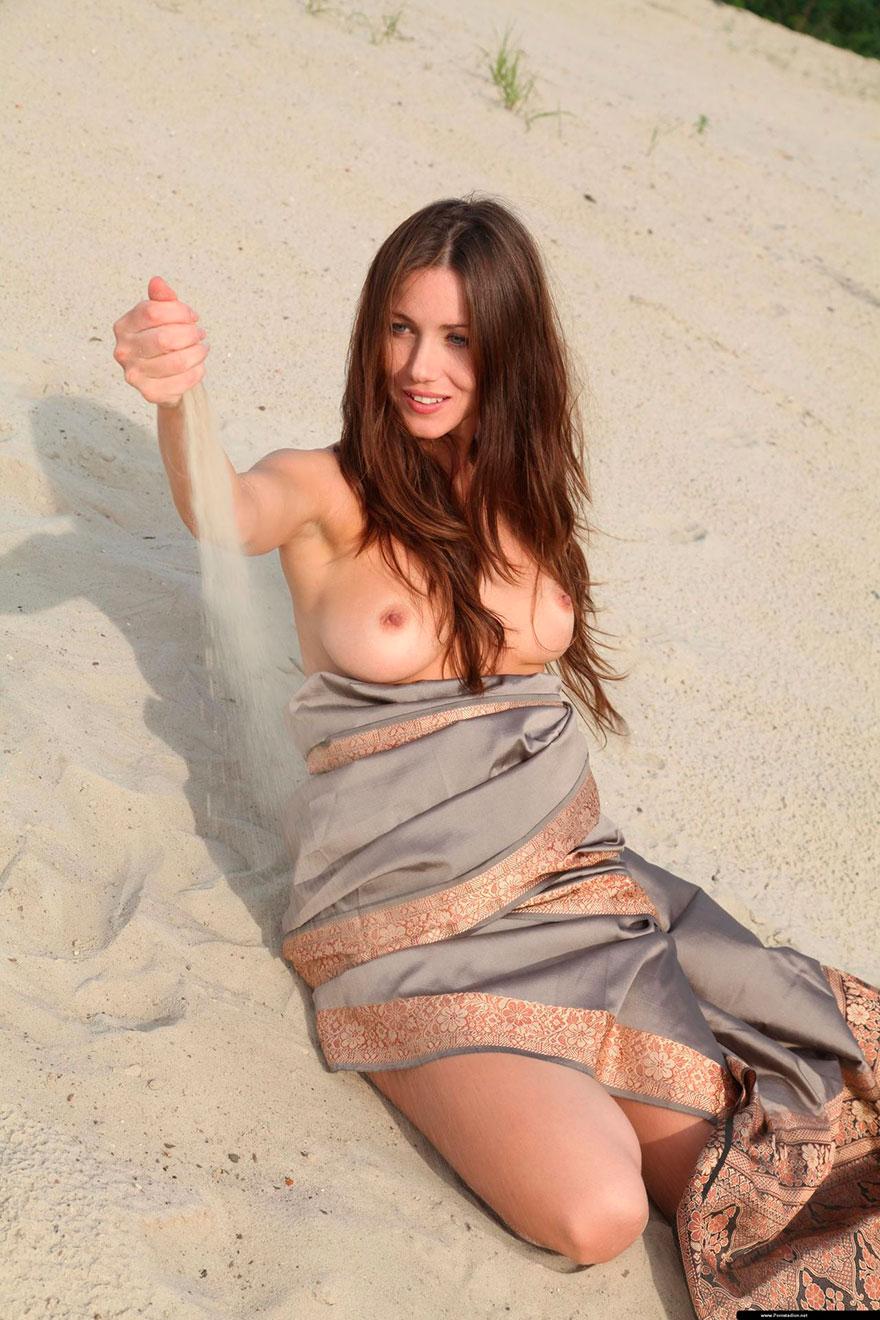 Голые красивые девушки пустыни фото