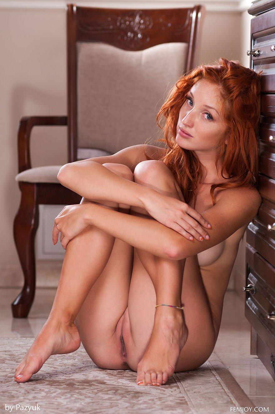 Изумительная порнуха знаменитой рыжей девахи