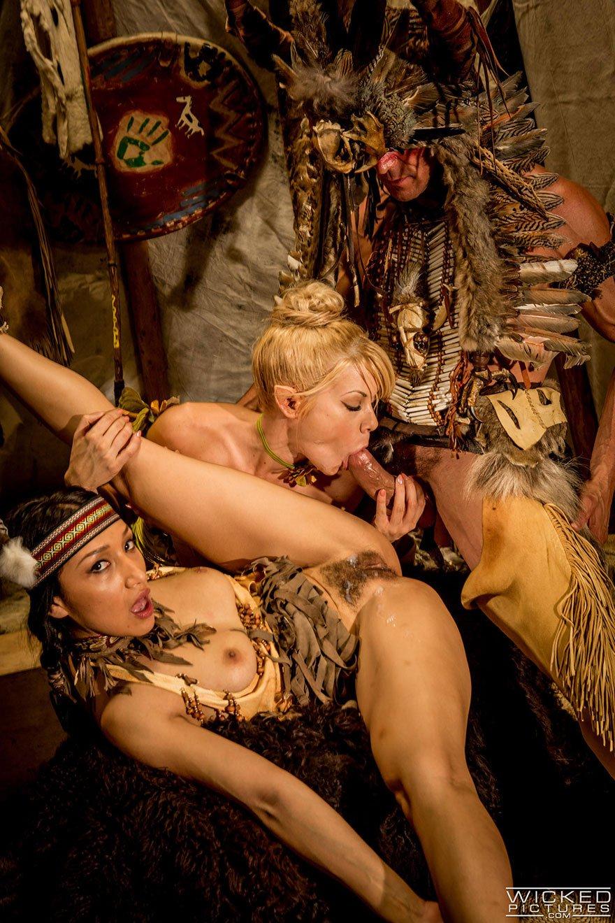 Порно в исторических костюмах