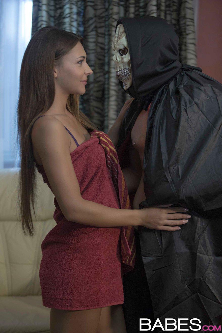 Секс с загорелой шатенкой