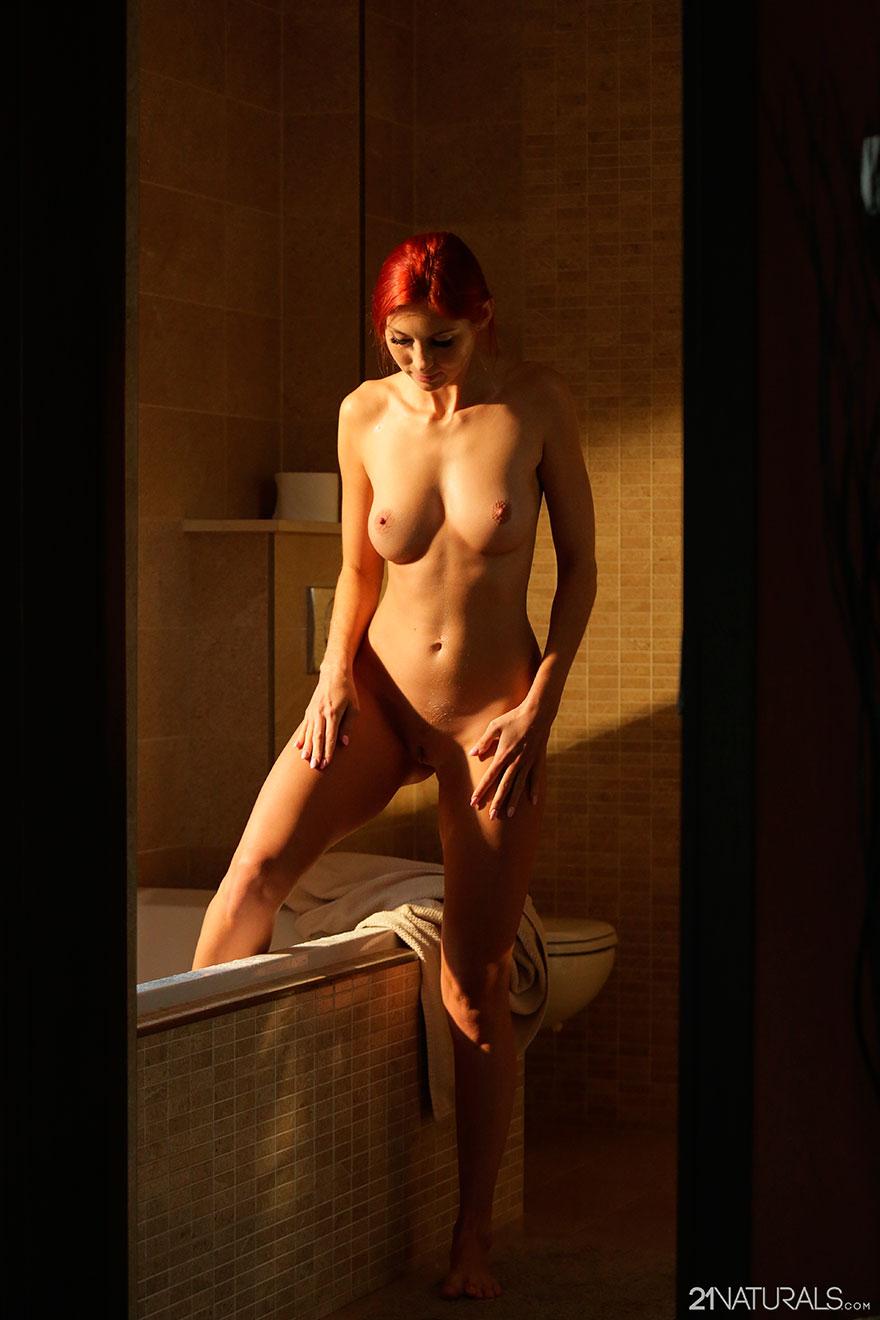 женская мастурбация в ванной комнате смотреть