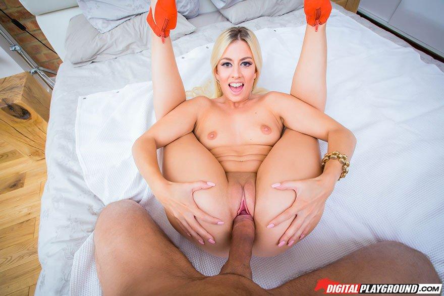 Порно фото красивой блондинки с большой попой