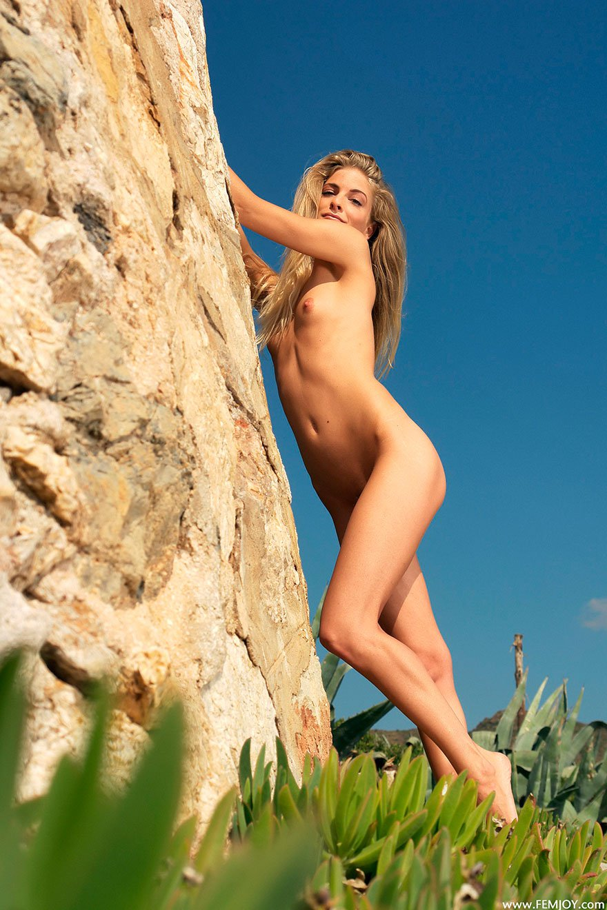 Красивая эротика блондинки - модели студии Femjoy