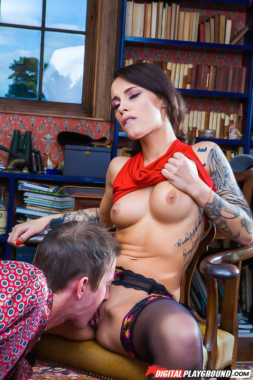 секс с девушкой в татуировках
