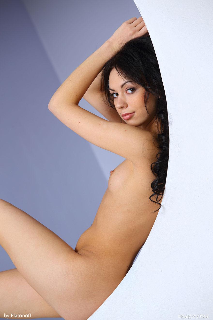Красивая эротика стройной модели студии Femjoy