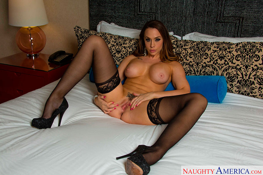 Хорошенькая порнография роскошной актрисы с крупной попой