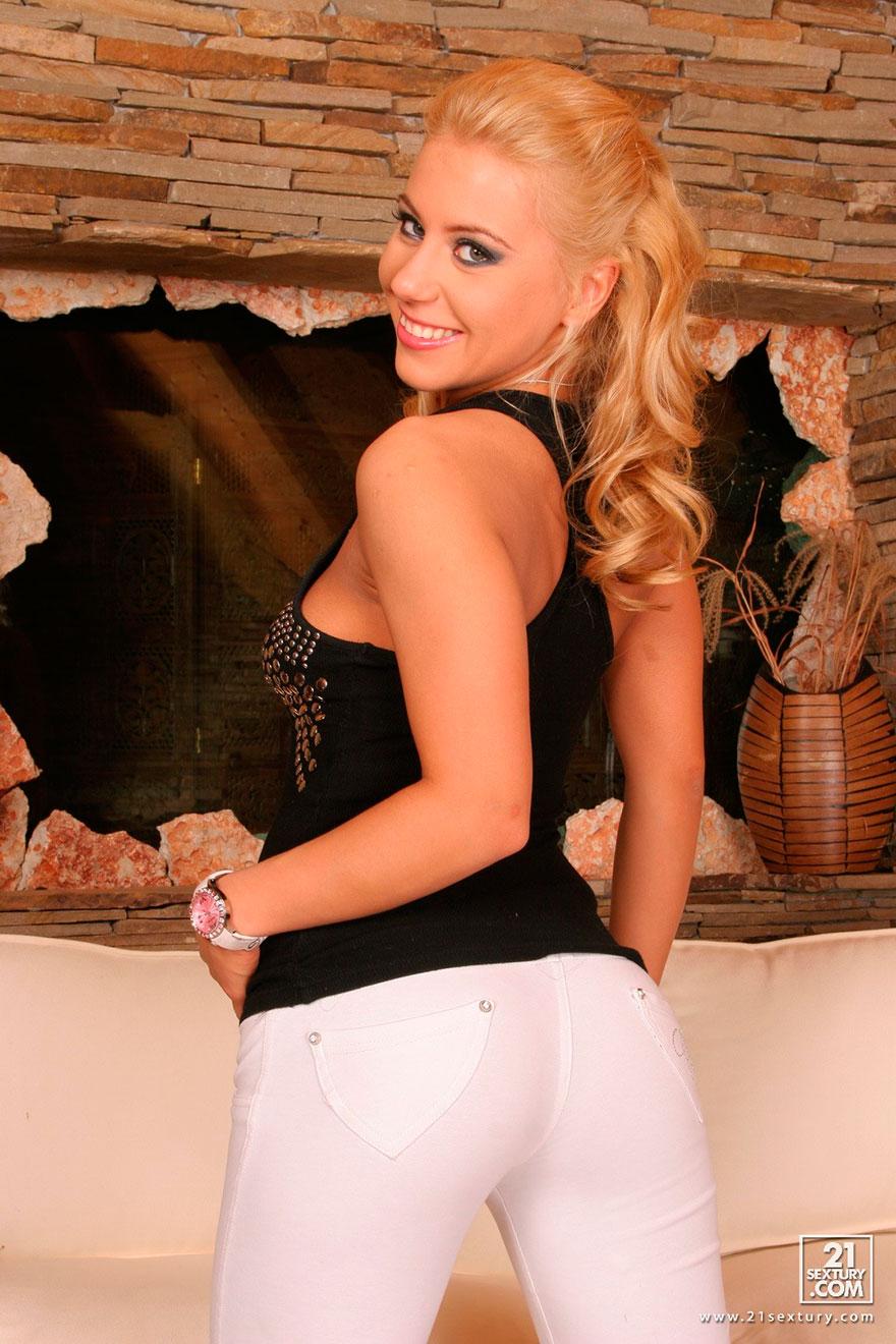 Блондинка в белых штанах порно онлайн фото 769-187