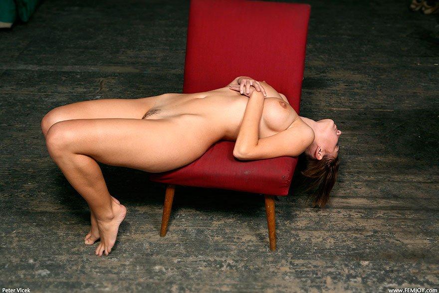 Чувственная порнография Молодой шлюхи с красивой грудью смотреть эротику