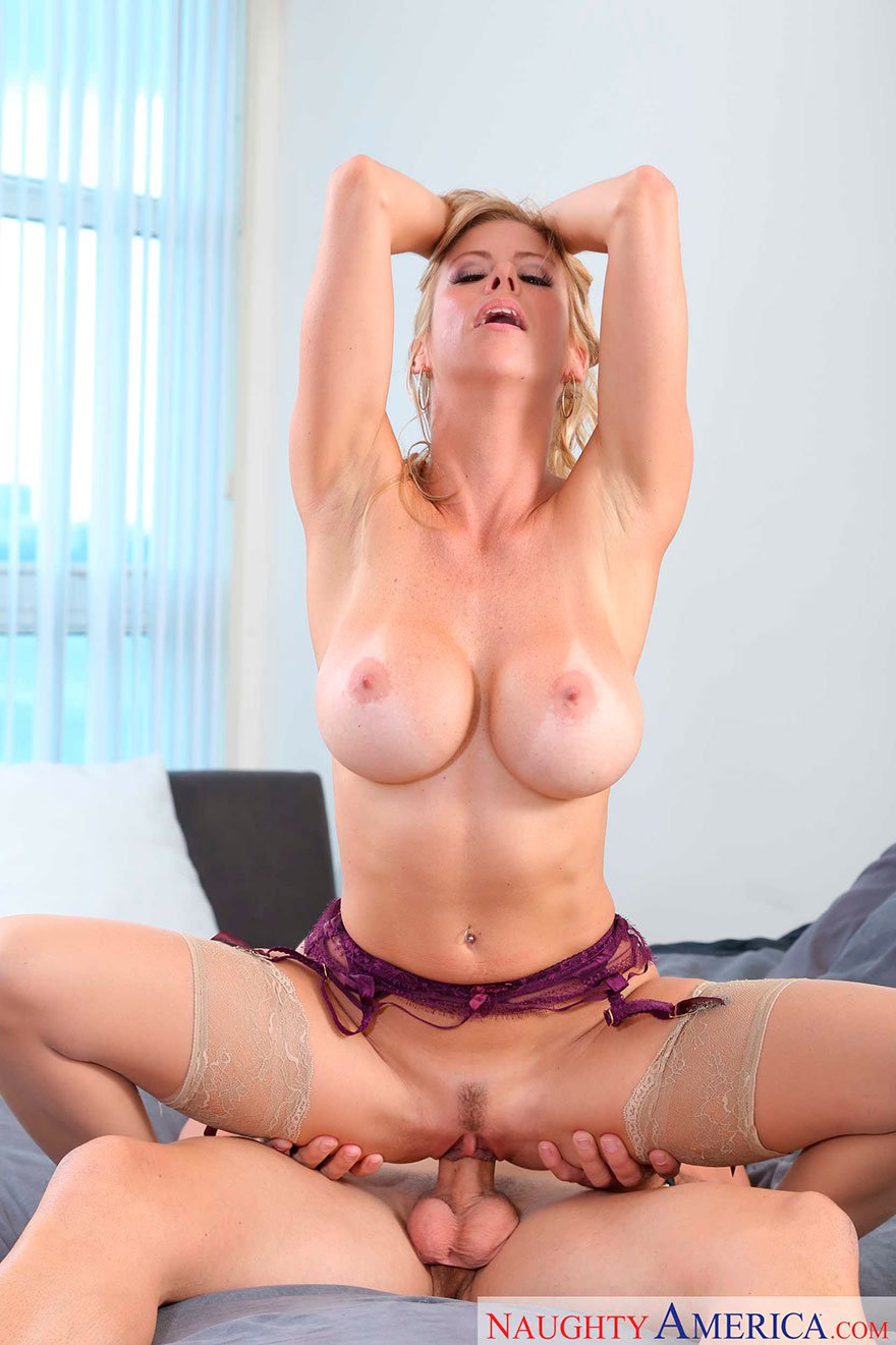 Фото великолепного секса блондинки с силиконовыми дойками