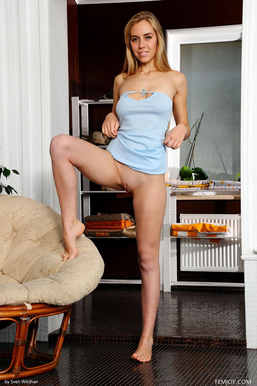 Порнуха стройной модели студии Femjoy - блондинка с хорошенькими волосами