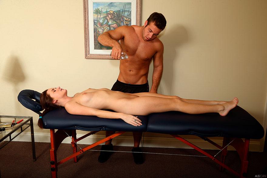 Мужик делает интивный массаж фото 269-312