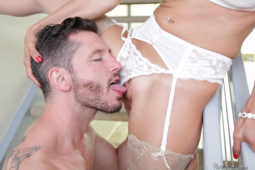Сексом со зрелой красивой с силиконовими