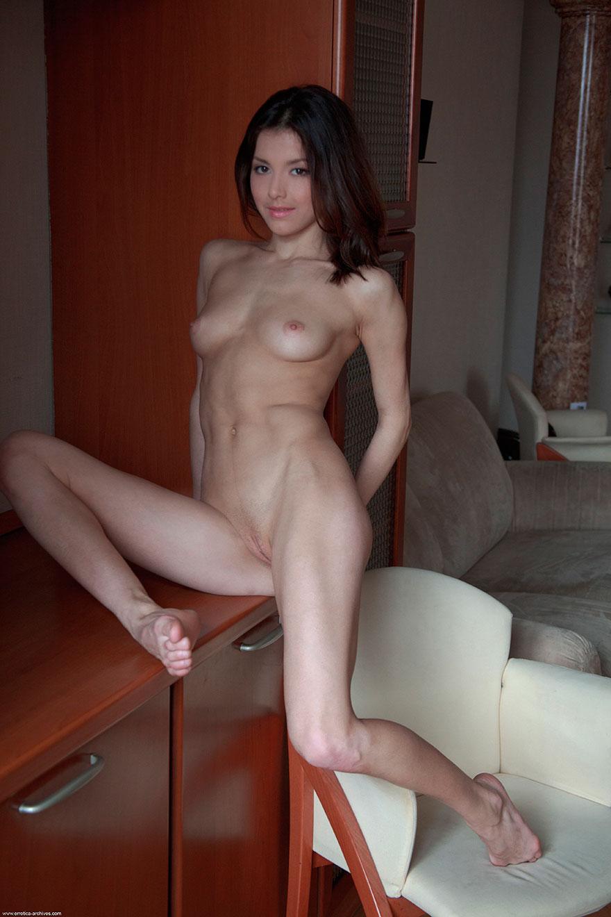 Секс с красивой и молодой брюнеткой 6 фотография