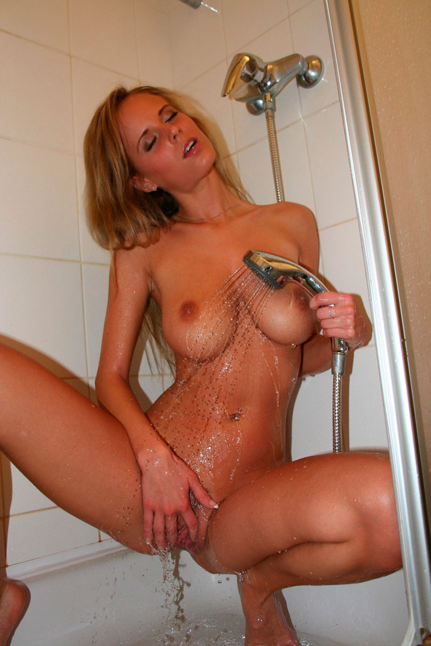 Эротические фото сисястой блондинки под душем