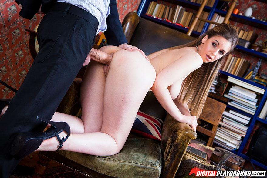 Секс в библиотеке с грудастой