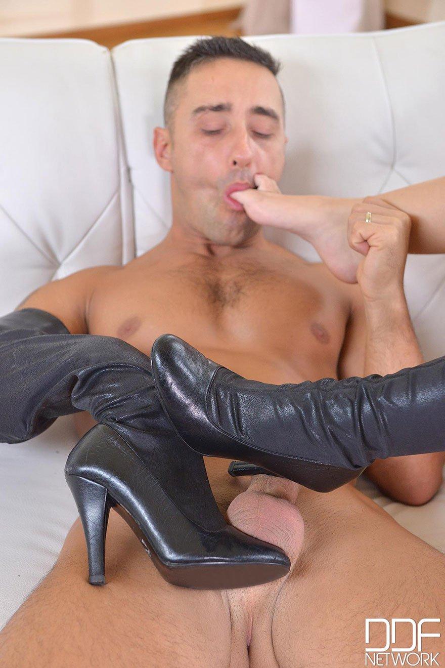 Казанских проституток фото порно красивая девушка красиво ласкает пенис парню