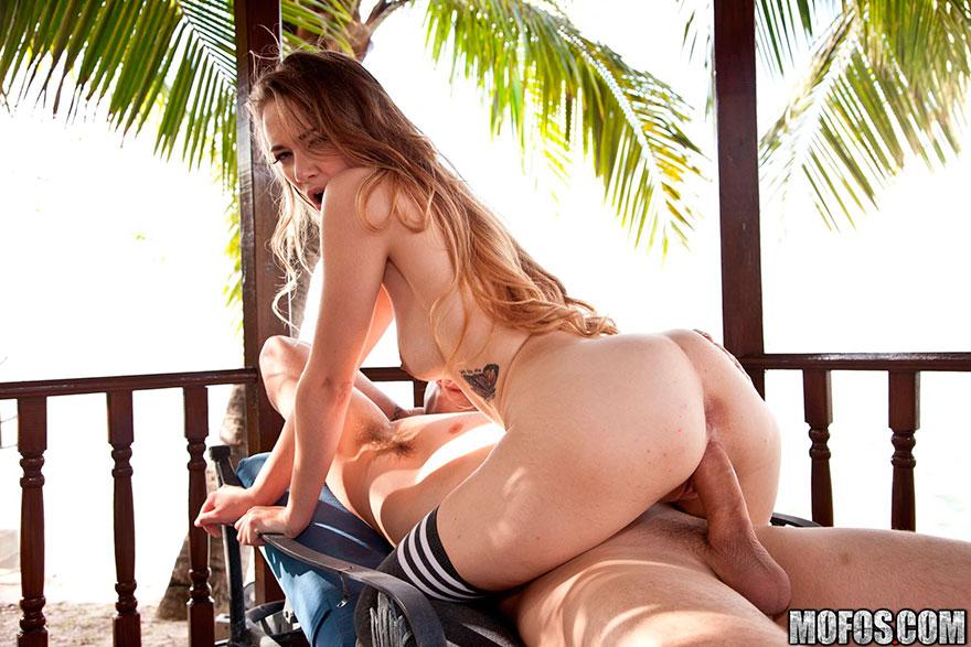 Возбуждающие фотках ебли Юной девки на отдыхе