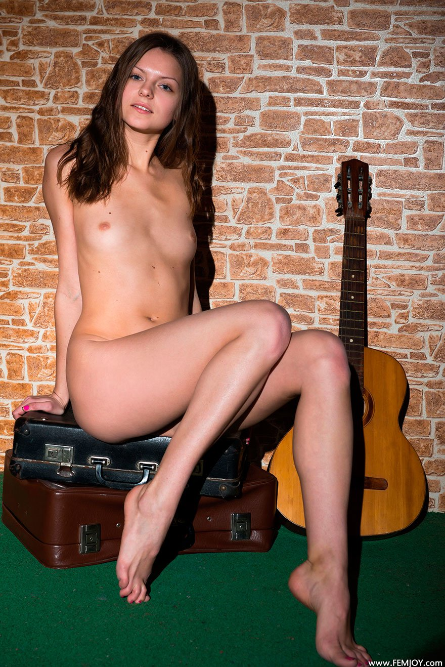 Порно женские ножки и гитара