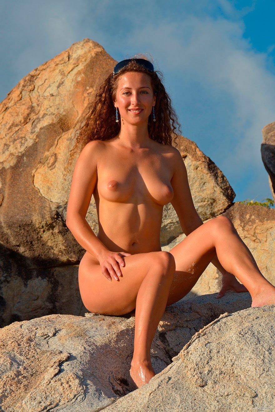 Соблазнительные фото рыженькой тетки на берегу моря