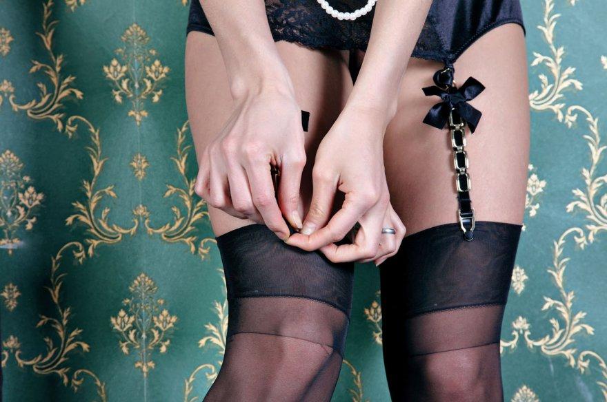 Бритые ножки в носках Молодой тёлки