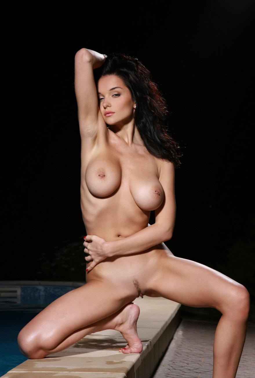 Супер русая порноактрисса с ласковой фигурой