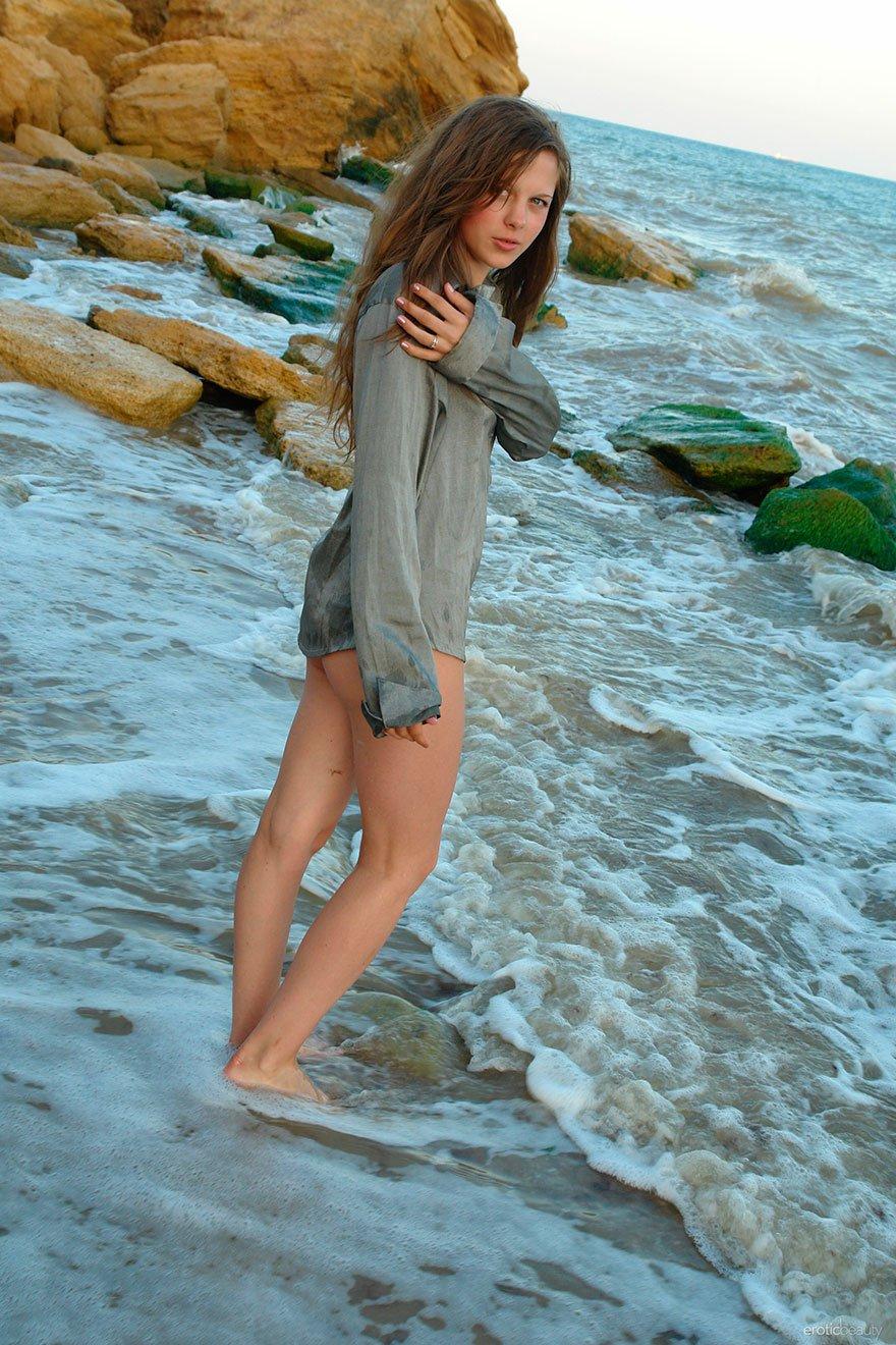 Красивая эротика у моря 1 фотография