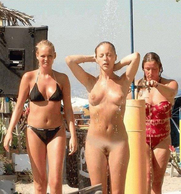 красивые голые девушки на улице