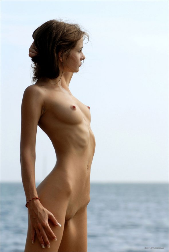 фото голых худеньких с красивыми мордашками