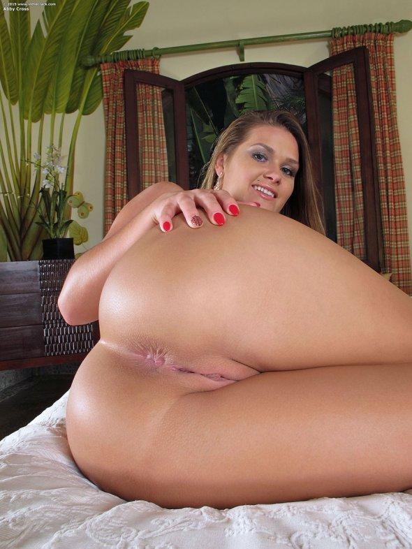 большой зад голой женщины фото
