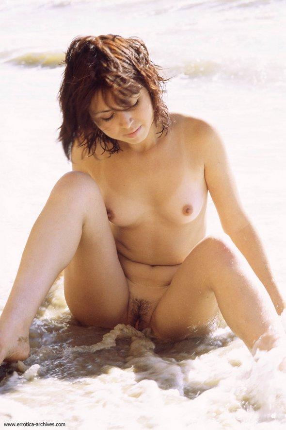 молодая девушка с набухшими сосками фото видео
