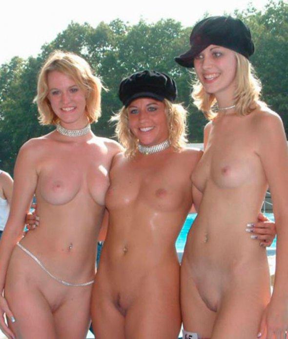 Фото много голых женщин в одном месте