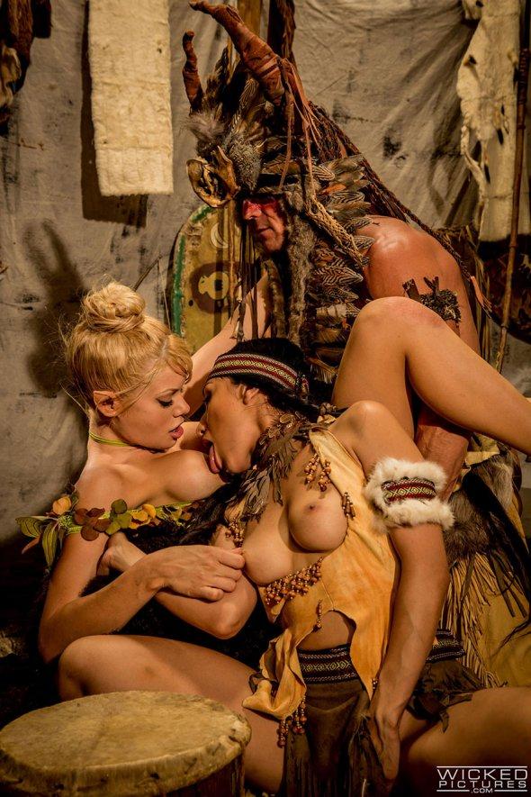 Индейская эротика коренной американки с мохнатой пиздой