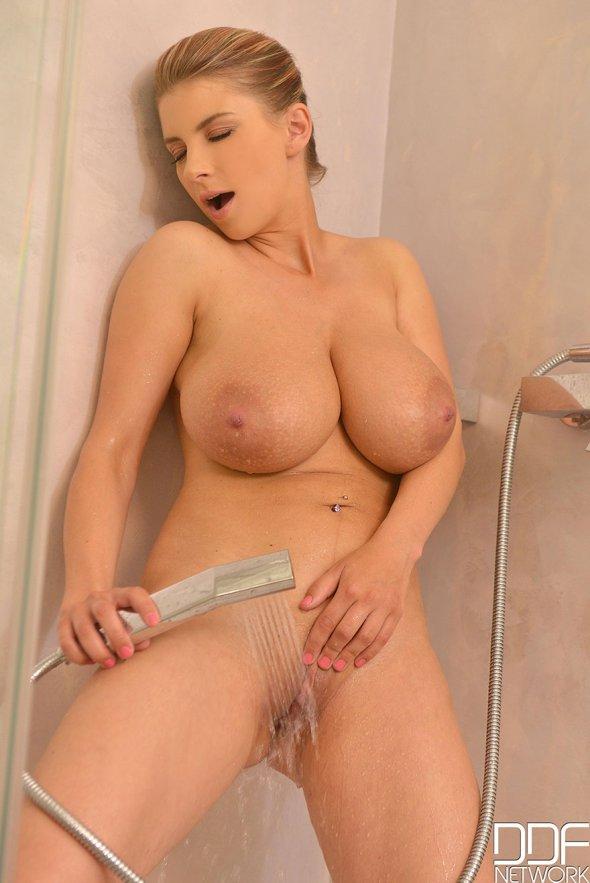 порно большая грудь в душе