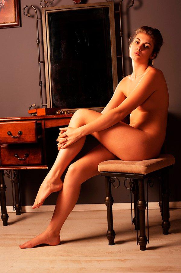 голая в кресле фото-иг1