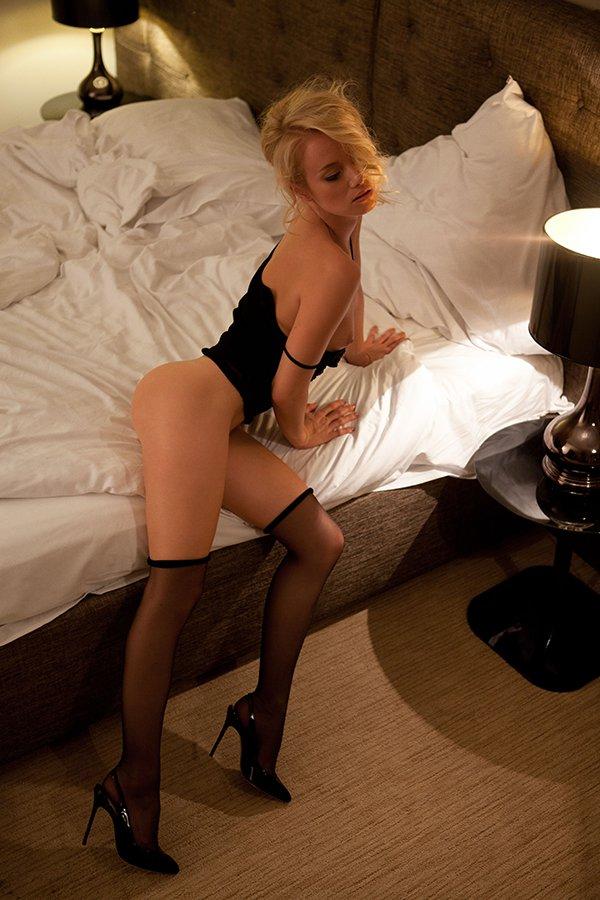 Секс с шикарной праституткой в черных чулках и шпильках hd 10 фотография