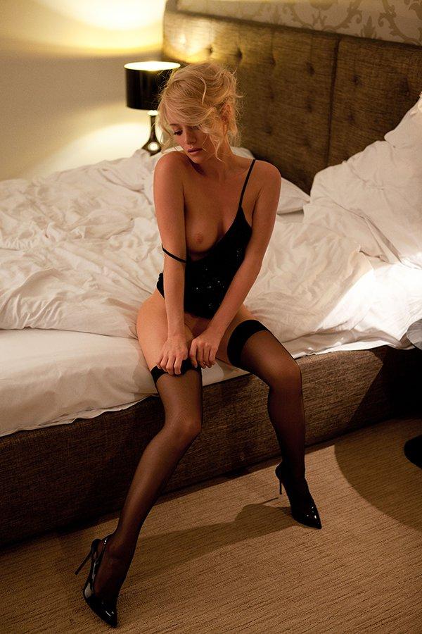 Секс с шикарной праституткой в черных чулках и шпильках hd 14 фотография
