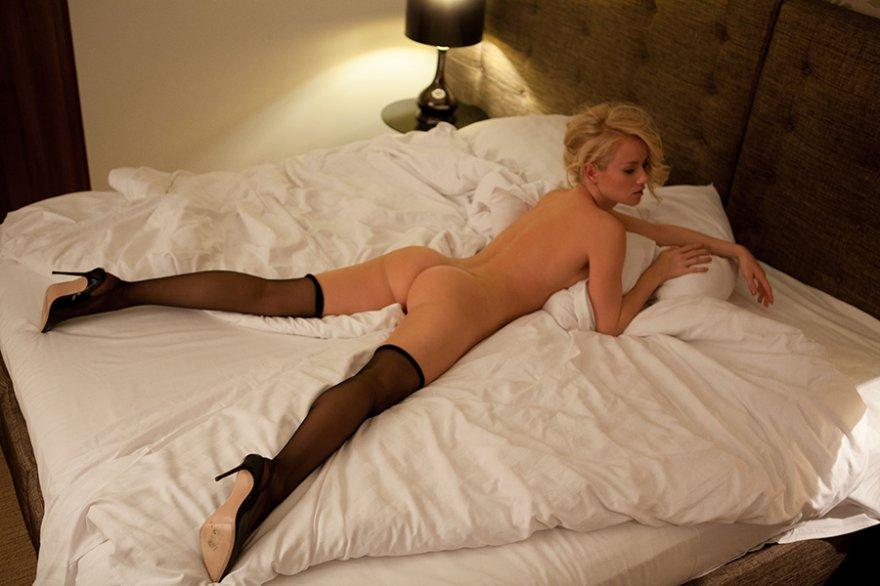 Секс с шикарной праституткой в черных чулках и шпильках hd 8 фотография
